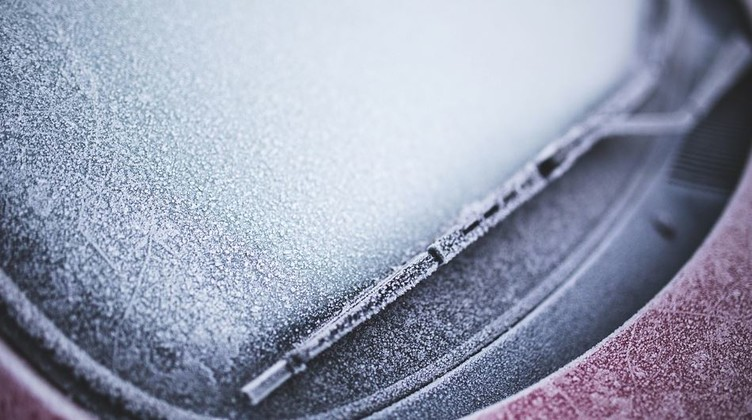 Save valuable Morning Time with Easy De-Icing of your Car Windows.
